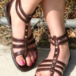 Salute del piede a rischio con le scarpe da schiava